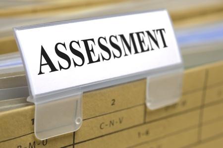 evaluacion: carpeta de archivo marcado con la evaluación