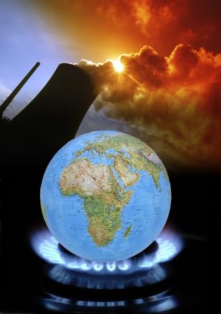 Erde auf Gasflamme und ein Kohlekraftwerk als Symbol für die globale Erwärmung