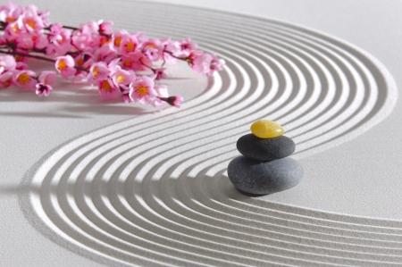Japan zentuin van meditatie met stenen en structuur in zand Stockfoto
