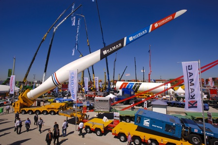 maschine: MUNICH, GERMANY - APRIL 15: the world biggest trade fair for building machines, titled BAUMA 2013, takes place with 3400 exhibitors from 57 nations from 15.-21. April 2013 in Munich, Germany