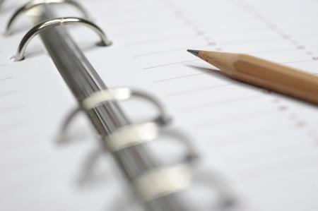 calendario escolar: planificador de tiempo con lápiz