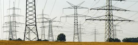 redes electricas: panorama de los postes de energía eléctrica