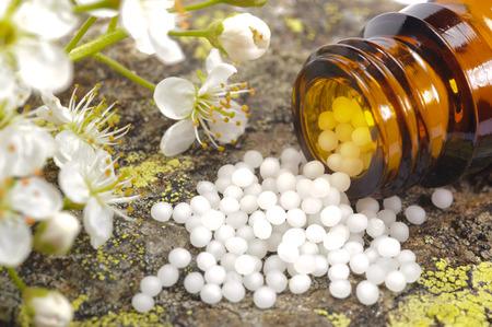 ハーブの錠剤と代替医療