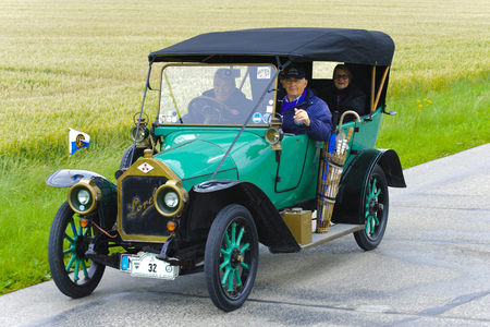 oldtimer: LANDSBERG, GERMANY - JULY 12, 2014: Public oldtimer rally organized by Bavarian city Landsberg for at least 80 years old veteran cars with unknown drivers in Loreley LA4, built at year 1913