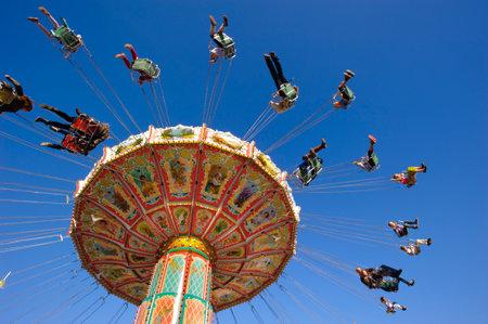 ミュンヘン, ドイツ - 2014 年 9 月 23 日:、オクトーバーフェスト ミュンヘンでは、世界の最大のビール祭りです。訪問者は多くの娯楽小屋や大きなカ