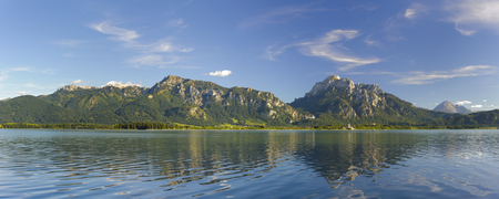 reflektion: Panorama landscape in Bavaria at alps mountains and lake Forggensee Stock Photo