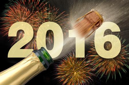 幸せな新年 2016年飛び出るシャンパンを