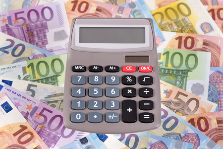 banconote euro: Le banconote in euro e la calcolatrice