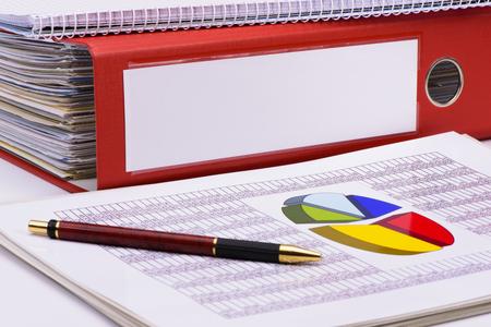 Ringbinder met documenten en blanco voor uw tekst