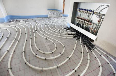 新しい住宅の建設で床下から来る暖房