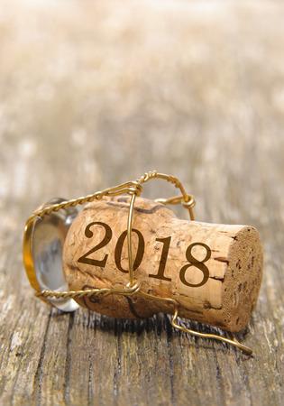 Kork von Champagner mit Neujahrsdatum 2018 Standard-Bild - 87644516