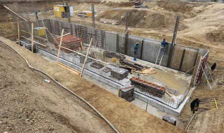 Gründung eines Neubauhauses