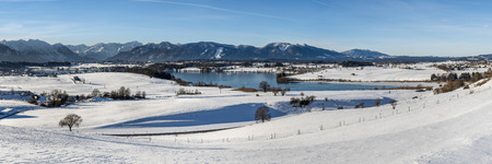 panorama landscape in Bavaria in winter Imagens