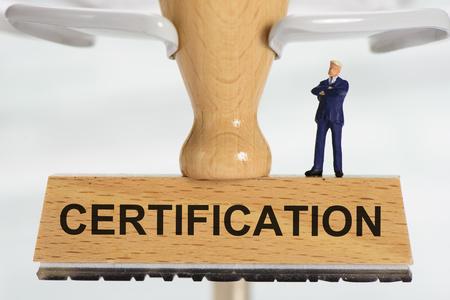 Zertifikat auf Stempel gedruckt