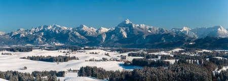 beautiful panoramic landscape in Bavaria in winter Imagens