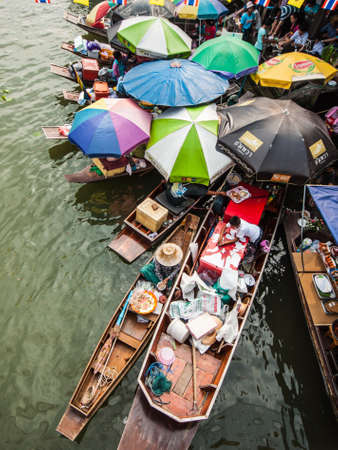 amphawa: AMPHAWA,THAILAND-DECEMBER 22: Traders boats in Amphawa floating Market, 110 km from Bangkok, most famous floating market and cultural tourist destination on December 22, 2012 in Amphawa, Thailand. Editorial