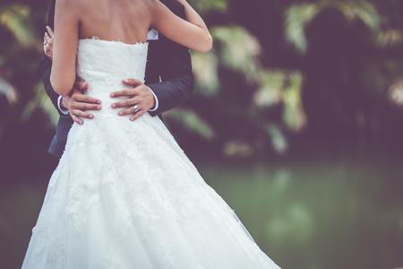 bröllop: brudklänning och brudklänning Stockfoto