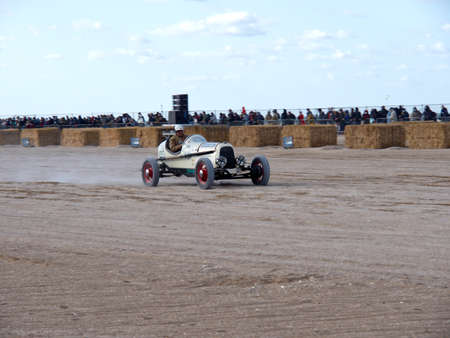 Normandy Beach Race, old Ford car in action at the Beach Start, black and withe foto 에디토리얼