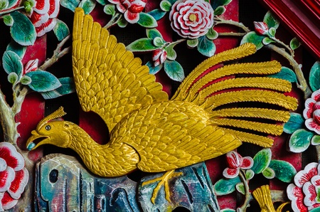 pavo: Chinese-style Wood Peacock-Statue Carving Art Wall Stock Photo