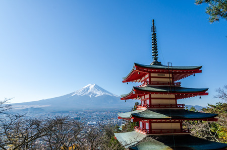 seaonal: Chureito Peace Pagoda, built on a hilltop facing Mt. Fuji Stock Photo