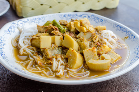 pla: Kaeng Pung (Tai) Pla Nam Khon (Fish Kidney Thick Spicy Soup) with Thai rice vermicelli