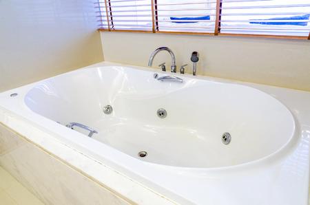 jacuzzi: White jacuzzi in modern bathroom