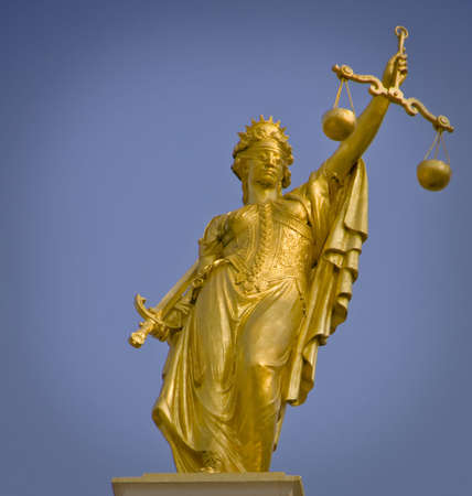 dama de la justicia: Se�ora de la estatua de oro de la justicia en Brujas en Flandes