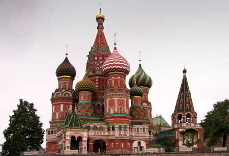 Saint Basil's Cathedral in focus between two trees. Banco de Imagens