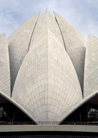 universal love: Conchas o hojas del techo loto en templo Bahai en Nueva Delhi.