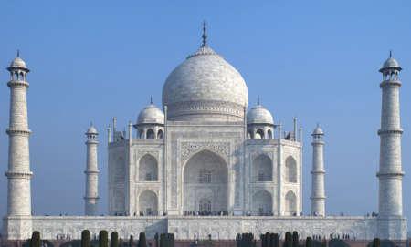 Vooraanzicht met minaretten inbegrepen vult gehele foto frame. Stockfoto