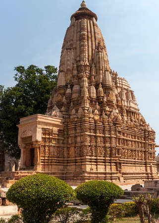 rajput: Huge stack of carefully carved statuettes in brown beige sandstone. Stock Photo