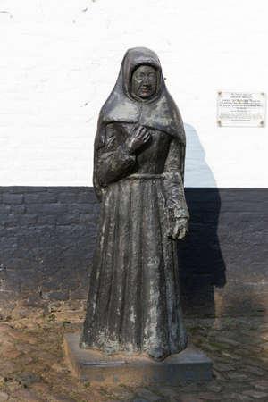 beguin: KORTRIJK, BELGIUM - CIRCA MARCH 2014  Statue of the last Beguin, Ms  Marcella, of the Kortijk Beguinage, Flanders, Belgium
