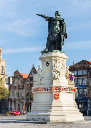 jacob: GENT, BELGIUM - CIRCA MARCH 2014: Statue of brewer and 14th century leader of Ghent, Jacob Van Artevelde, stands on the Vrijdagmarkt-square.