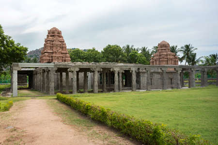 donjon: New temple towers inside old ruins at Gingee Fort in Tamil Nadu, east of Thiruvannamalai.