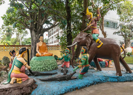 Bang Saen, Thailand - March 16, 2019: Wang Saensuk Buddhist Monastery. Group of colorful sculptures depicting Buddha, Siddhattha, defeating the troops of the devil. Elephant and crocodiles. Zdjęcie Seryjne