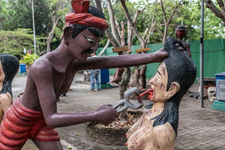 Bang Saen, Thailand - March 16, 2019: Garden of Hell in Wang Saensuk Buddhist Monastery. Scene wherein devil pulls tongue of female liar. Zdjęcie Seryjne
