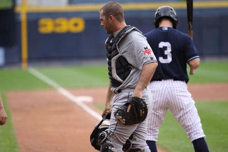 스크 랜 튼 윌크스 바레 양키스 타자 다니엘 브루어 단계까지 스크 랜 턴, PA에서 2011 년 5 월 24 일에 PNC 필드에서 인디애나 폴리스 인디언과의 경기에서