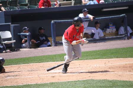 그는 Scranton, PA에서 2011 년 5 월 8 일에 PNC 필드에서 스크 랜 튼 윌크스 바레 양키스 상대로 1 루에 대 한 실행 Pawtucket 레드 삭스 드류 서 턴 그의 타격 시