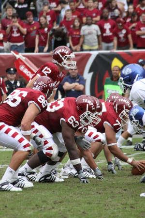 linemen: PHILADELPHIA, PA. - SEPTEMBER 26 : Temple Quarterback Vaughn Charlton looks over the defense against Buffalo on September 26, 2009 in Philadelphia, PA.
