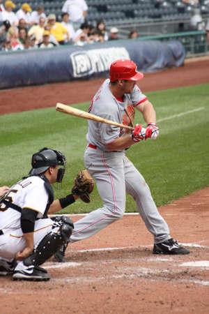 an umpire: PITTSBURGH - SEPTEMBER 24 : Scott Rolen of the Cincinnati Reds checks his swing against the Pittsburgh Pirates on September 24, 2009 in Pittsburgh, PA.