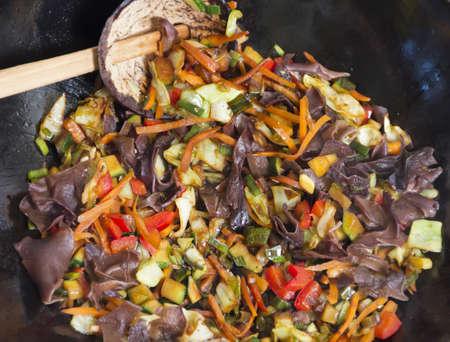 onion rings: Mixing vegetable in wok