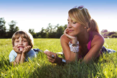 Cute young mother with 4 years old son enjoying sunny summer afternoon Standard-Bild