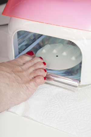 Drying in foot nail enamel drying device photo