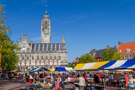 tr�delmarkt: Flohmarkt auf dem Marktplatz von Middelburg