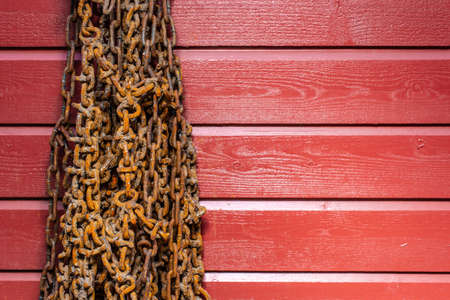 Rusty snow chains hanging on a rew wooden wall Standard-Bild - 123652870