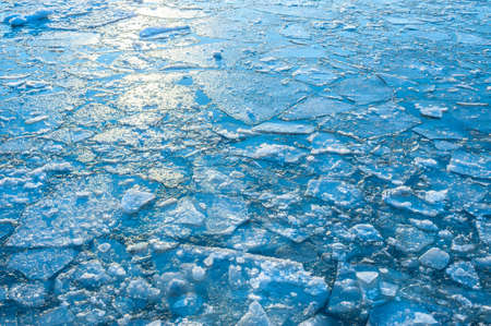 The reflection of the sun in ice formed in a river Standard-Bild