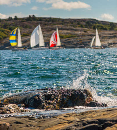 Tjörn, Sweden - August 17 2013: Tjörn Runt is an annual long distance sailing competition that takes place around the island of Tjörn. View from Rönnäng with Stora Dyrön island in the background. Redactioneel