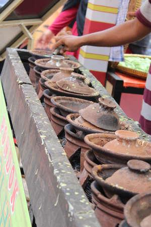 cookware: aperitivos utensilios tradicionales de Indonesia comida rápida arcilla Serabi