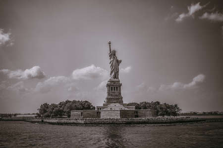 a view of the liberty statue in black and white Stockfoto - 133243384