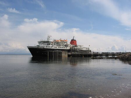 mainland: Ferry to the mainland